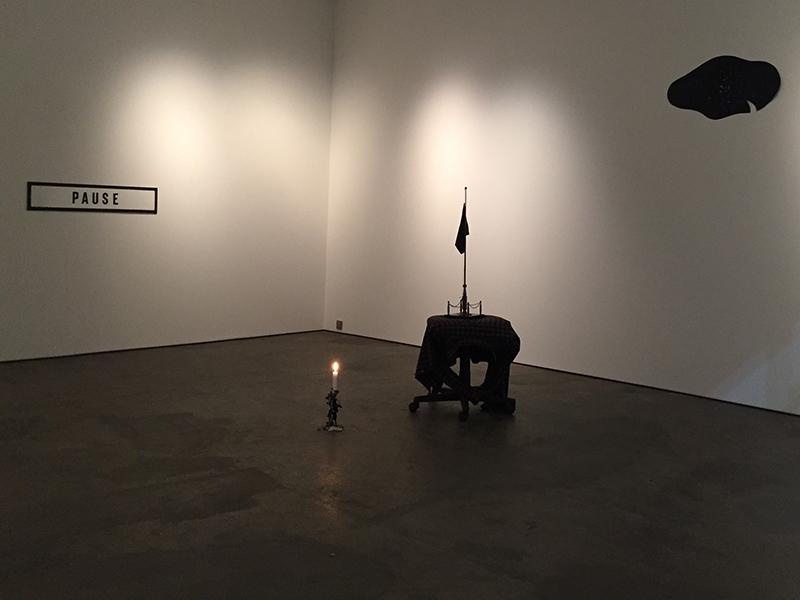 <strong>OLE J&Oslash;RGEN NESS</strong><br /> <em>Schopenhauersuiten</em>, 2017<br /> Installasjon i Oslo Kunsthandel desember 2017